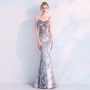 Sexy Silber Abendkleider 2019 Meerjungfrau Wildleder Perlenstickerei Perle Spaghettiträger Ärmellos Rückenfreies Sweep / Pinsel Zug Festliche Kleider