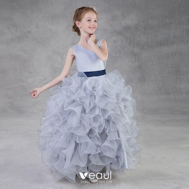 c5da1c7b4 Hermoso Plata Organza Vestidos para niñas 2018 Ball Gown Único Hombros Sin  Mangas Lentejuelas Rebordear Cinturón Largos Volantes En Cascada ...