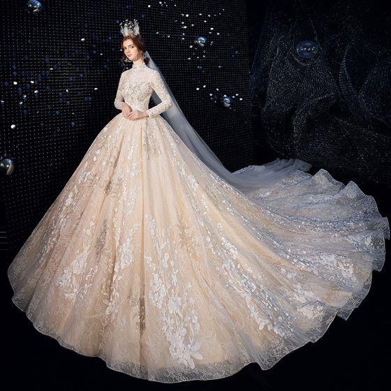 Vintage Champagner Brautkleider / Hochzeitskleider 2020 Ballkleid Stehkragen Lange Ärmel Rückenfreies Glanz Tülle Applikationen Spitze Perlenstickerei Kathedrale Schleppe Rüschen