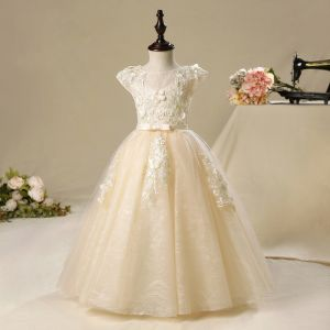 Chic / Beautiful Church Wedding Party Dresses 2017 Flower Girl Dresses Champagne Floor-Length / Long Ball Gown Bow Sash Cascading Ruffles Scoop Neck Short Sleeve Lace Appliques Leaf Flower Pearl