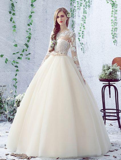 2016 Vackra Balklänning Spets Halsen Borrat Konstruktion Ryggdel Champagne Tyll Bröllopsklänning Med Rosett Skärp