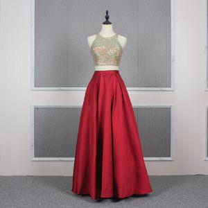 2 Stück Rot Gold Satin Abendkleider 2020 A Linie Rundhalsausschnitt Ärmellos Pailletten Perlenstickerei Lange Rüschen Rückenfreies Festliche Kleider