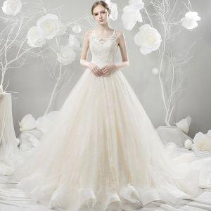 Schöne Champagner Brautkleider 2018 Ballkleid Mit Spitze Blumen Rundhalsausschnitt Ärmellos Hof-Schleppe Hochzeit
