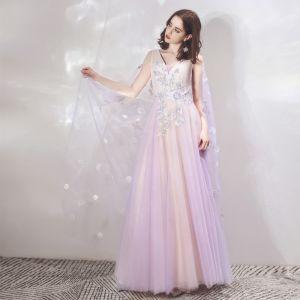 Zwei Töne Lavendel Champagner Abendkleider Mit Schal 2019 A Linie V-Ausschnitt Ärmellos Applikationen Blumen Perlenstickerei Lange Rüschen Rückenfreies Festliche Kleider