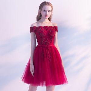 Piękne Burgund Strona Sukienka 2019 Princessa Przy Ramieniu Frezowanie Z Koronki Kwiat Kótkie Rękawy Bez Pleców Szarfa Długość do kolan Sukienki Wizytowe