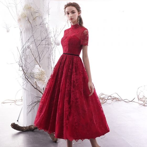 Vintage / Retro Burgundy Lace Homecoming Graduation Dresses 2019 A-Line / Princess High Neck Short Sleeve Sash Tea-length Ruffle Formal Dresses