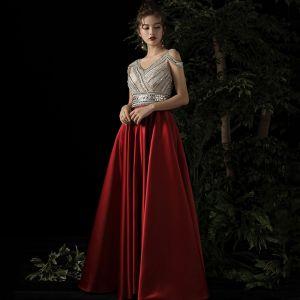 Beste Rot Satin Abendkleider 2019 A Linie V-Ausschnitt Ärmellos Perlenstickerei Lange Rüschen Rückenfreies Festliche Kleider