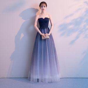 Elegante Marineblau Farbverlauf Weiß Abendkleider 2018 A Linie Bandeau Ärmellos Applikationen Mit Spitze Perlenstickerei Lange Rüschen Rückenfreies Festliche Kleider