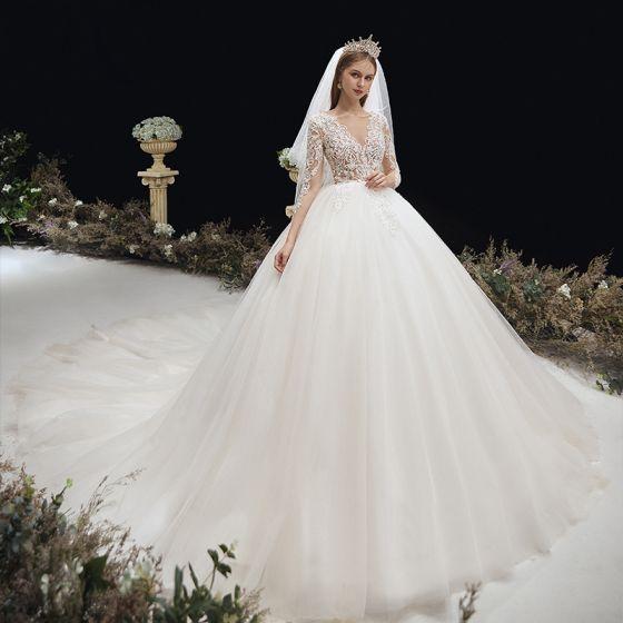 Illusion Elfenben Genomskinliga Gravid Bröllopsklänningar 2020 Imperium V-Hals 3/4 ärm Halterneck Pierced Appliqués Spets Beading Chapel Train Ruffle