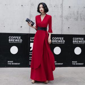 Schöne Rot Freizeit Abendkleider 2020 A Linie V-Ausschnitt Glockenhülsen Stoffgürtel Lange Rüschen Festliche Kleider
