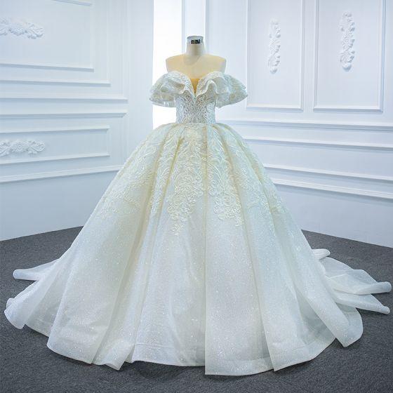 Luksusowe Białe ślubna Suknie Ślubne 2020 Suknia Balowa Przy Ramieniu Kótkie Rękawy Bez Pleców Cekinami Tiulowe Frezowanie Aplikacje Z Koronki Trenem Kaplica Wzburzyć