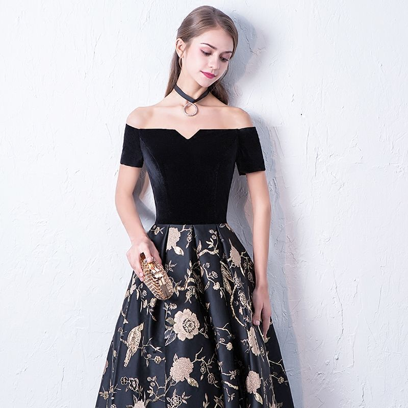 Modest / Simple Black Prom Dresses 2017 A-Line / Princess Off-The-Shoulder Short Sleeve Embroidered Floor-Length / Long Backless Formal Dresses