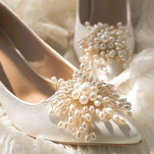 Elegantes Hermoso Marfil Satén Perla Zapatos de novia 2020 Cuero 9 cm Stilettos / Tacones De Aguja Punta Estrecha Boda Tacones