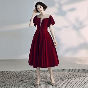 Chic / Beautiful Burgundy Homecoming Graduation Dresses 2020 A-Line / Princess Scoop Neck Suede Short Sleeve Backless Formal Dresses