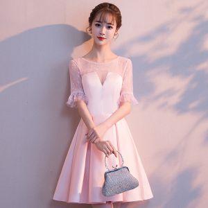 Simple Rougissant Rose Transparentes de retour Robe De Graduation 2018 Princesse Encolure Dégagée Manches Courtes Courte Volants Robe De Ceremonie