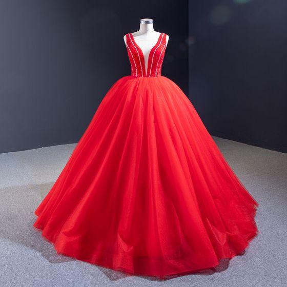 Luksusowe Czerwone ślubna Suknie Ślubne 2020 Suknia Balowa Przezroczyste Głęboki V-Szyja Bez Rękawów Bez Pleców Frezowanie Długie Wzburzyć