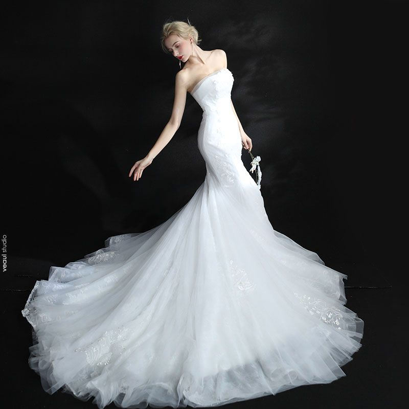 Modest / Simple Church Hall Wedding Dresses 2017 White Trumpet / Mermaid Cathedral Train Strapless Sleeveless Backless Lace Appliques