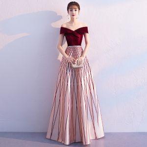 Chic / Belle Bordeaux Robe De Soirée 2019 Princesse De l'épaule Daim Manches Courtes Dos Nu Rayé Longue Robe De Ceremonie