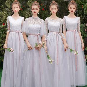 Erschwinglich Grau Durchsichtige Brautjungfernkleider 2019 A Linie Rundhalsausschnitt Stoffgürtel Applikationen Spitze Lange Rüschen Rückenfreies Kleider Für Hochzeit