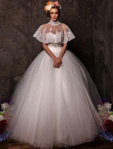 Robe De Bal Sweetheart Perles Satin Noeud Robe De Mariée En Tulle De Châssis Avec Châle
