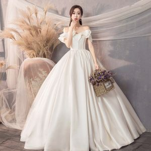 Modest / Simple Ivory Satin Wedding Dresses 2019 A-Line / Princess Off-The-Shoulder Short Sleeve Backless Floor-Length / Long Ruffle