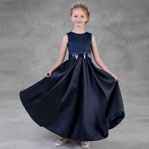 Schlicht Marineblau Mädchenkleider 2018 A Linie Rundhalsausschnitt Ärmellos Pailletten Lange Rüschen Kleider Für Hochzeit