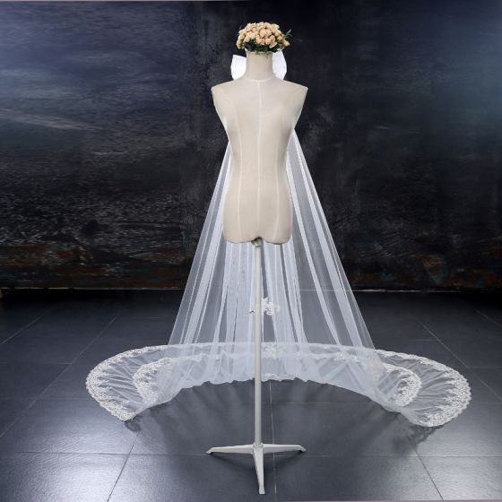 Chic / Beautiful White Wedding Veils 2017 Lace Tulle Embroidered Appliques Wedding