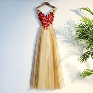 Schöne Champagner Ballkleider 2017 A Linie Gekreuzte Träger Spitze Applikationen Blumen V-Ausschnitt Ärmellos Wadenlang Ball