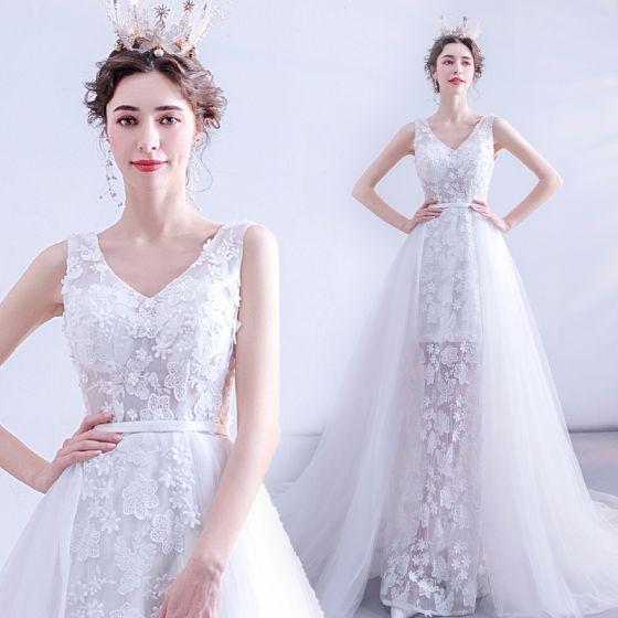 Charmant Ivory / Creme Brautkleider / Hochzeitskleider 2020 A Linie V-Ausschnitt Perle Pailletten Spitze Blumen Ärmellos Rückenfreies Hof-Schleppe