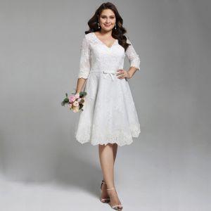 Chic / Belle Blanche Courte Grande Taille Robe De Mariée 2020 Princesse V-Cou 1/2 Manches Appliques Brodé Fait main Mariage