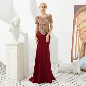 High-end Burgundy Evening Dresses  2019 Trumpet / Mermaid Scoop Neck Short Sleeve Appliques Lace Sweep Train Ruffle Backless Formal Dresses