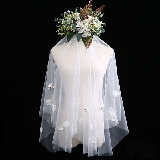 Flotte Hvide Korte Brudeslør Applikationsbroderi Beading Blomsten Chiffon Bryllup Accessories 2019