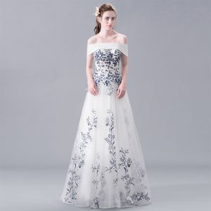 Chic / Beautiful White Evening Dresses  2017 A-Line / Princess Strapless Lace Handmade  Embroidered Backless Beading Evening Party Formal Dresses