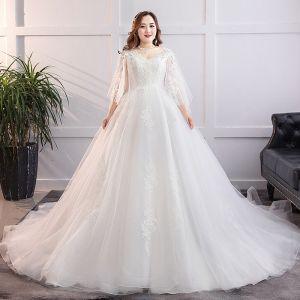 Modest / Simple White Plus Size Wedding Dresses 2019 A-Line / Princess Tulle Lace U-Neck Appliques Backless Chapel Train Wedding