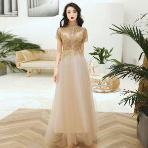 Schöne Gold Durchsichtige Abendkleider 2020 A Linie Stehkragen Kurze Ärmel Perlenstickerei Applikationen Pailletten Lange Rüschen Festliche Kleider