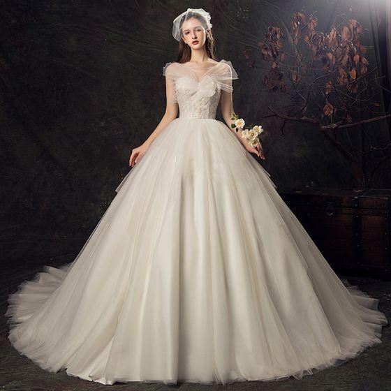 de943c91ab4f46 Audrey Hepburn Stil Champagne Bröllopsklänningar 2019 Balklänning  Urringning Spets Blomma Korta ärm Halterneck Cathedral Train