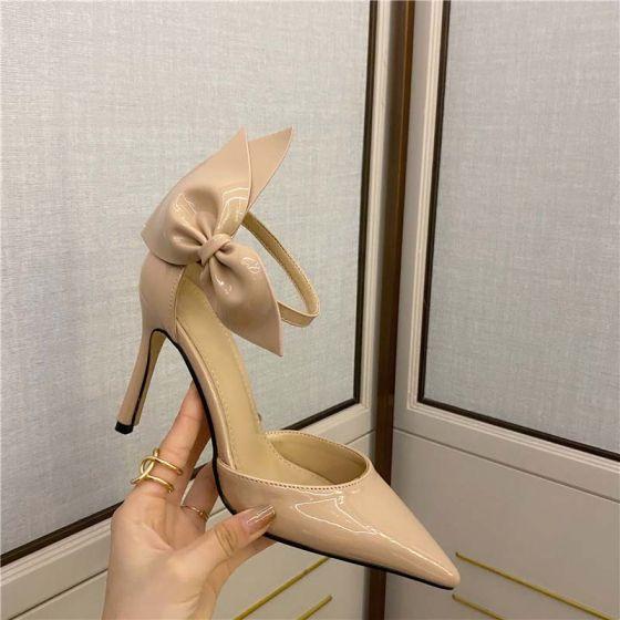 Charmant Beige Abend Sandalen Damen 2021 Schleife Knöchelriemen 9 cm Stilettos Spitzschuh Sandaletten Hochhackige