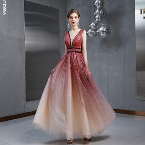 Sjarmerende Burgunder Gradient-Farge Selskapskjoler 2020 Prinsesse Gjennomsiktig Dyp v-hals Uten Ermer Glitter Tyll Lange Buste Ryggløse Formelle Kjoler