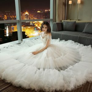 Piękne Sala Suknie Ślubne 2017 Z Koronki Aplikacje Perła Rhinestone Frezowanie Bez Pleców Kaskadowe Falbany V-Szyja Kótkie Rękawy Długie Białe Princessa