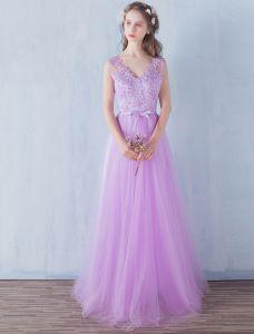 Elegante Bruidsmeisjes Jurken 2016 A-lijn V-hals Applique Kant Lila Tule Vloer Lengte Bruidsmeiden Jurken