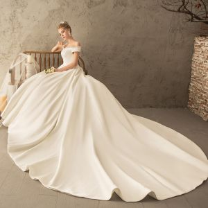 Elegant Ivory Wedding Dresses 2018 Ball Gown Buttons Off-The-Shoulder Backless Short Sleeve Cathedral Train Wedding