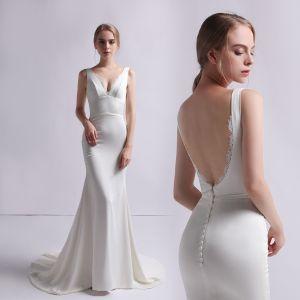 Schlicht Ivory / Creme Satin Brautkleider / Hochzeitskleider 2019 Meerjungfrau V-Ausschnitt Ärmellos Rückenfreies Sweep / Pinsel Zug Rüschen