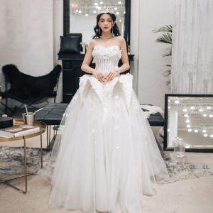 Najpiękniejsze / Ekskluzywne Kość Słoniowa Suknie Ślubne 2018 Suknia Balowa Z Koronki Kwiat Aplikacje Rhinestone Kochanie Bez Pleców Bez Rękawów Długie Ślub