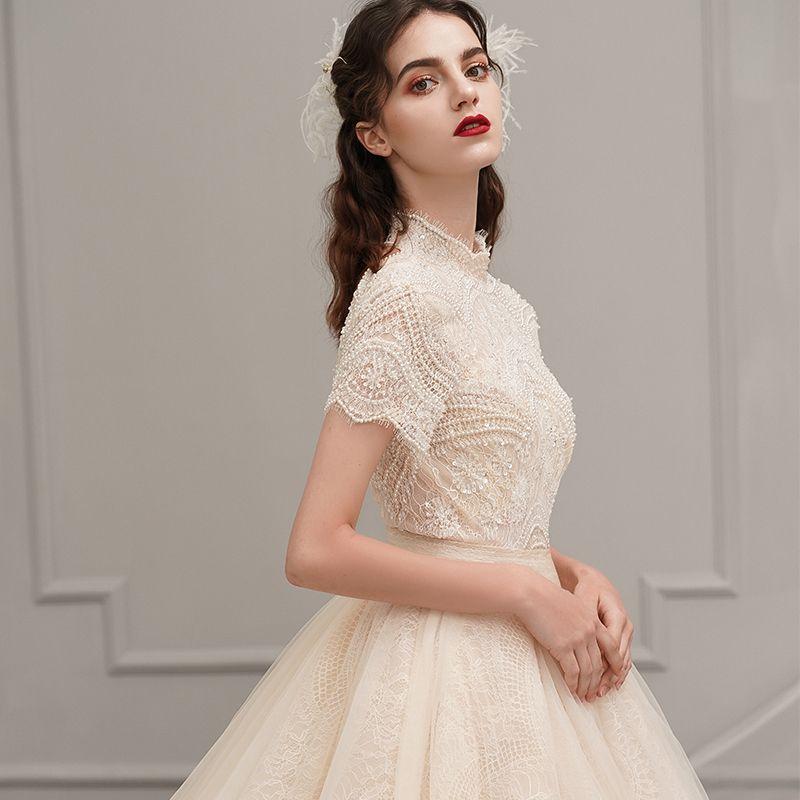 Vintage Champagner Brautkleider / Hochzeitskleider 2019 A Linie Stehkragen Kurze Ärmel Rückenfreies Perlenstickerei Perle Stoffgürtel Kathedrale Schleppe Rüschen