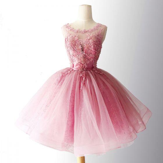 Piękne Cukierki Różowy Strona Sukienka 2018 Suknia Balowa Frezowanie Kryształ Z Koronki Aplikacje Szarfa Wycięciem Bez Rękawów Bez Pleców Krótkie Sukienki Wizytowe
