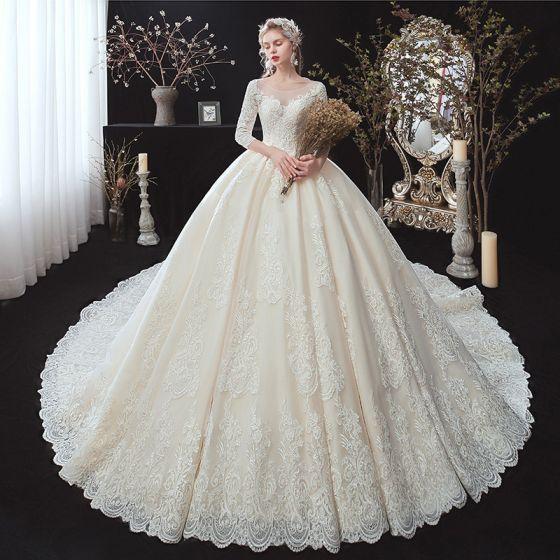 Klassisk Champagne Vinter Bröllopsklänningar 2020 Balklänning Genomskinliga Urringning 3/4 ärm Halterneck Appliqués Spets Beading Cathedral Train Ruffle
