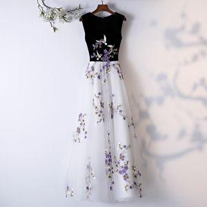 Chic / Belle Blanche Robe De Bal 2019 Princesse Encolure Dégagée Sans Manches Appliques En Dentelle Longue Robe De Ceremonie