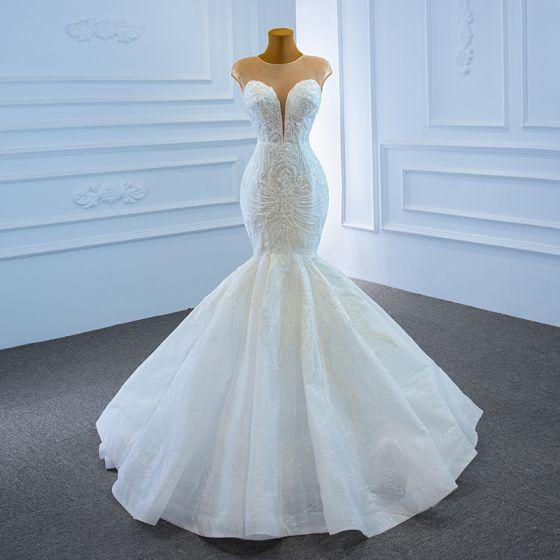 Luxus / Herrlich Weiß Hochzeits Brautkleider / Hochzeitskleider 2020 Meerjungfrau Durchsichtige Tiefer V-Ausschnitt Ärmellos Rückenfreies 3D Spitze Perlenstickerei Sweep / Pinsel Zug Rüschen