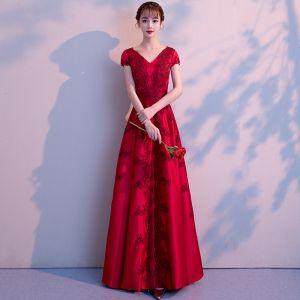 Elegant Burgundy Evening Dresses  2018 A-Line / Princess Lace Flower V-Neck Backless Short Sleeve Floor-Length / Long Formal Dresses