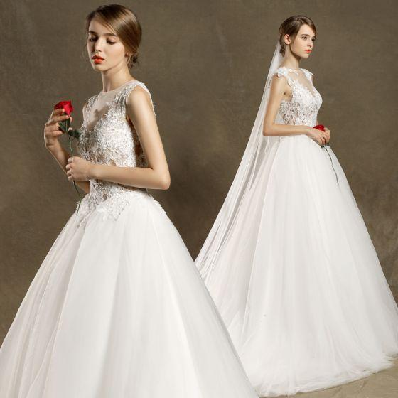 Modern / Fashion Church Wedding Dresses 2017 White Ball Gown Chapel Train Scoop Neck Sleeveless Pierced Lace Appliques